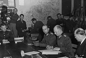Bezwarunkowa kapitulacja III Rzeszy oznaczała koniec wojny w Europie. Po niej można było przystąpić do przywracania równowagi na wyniszczonym kontynencie...