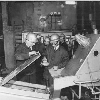 Władze PRL wierzyły, że tworzywa sztuczne wprowadzą PRL w nowoczesność. Na zdjęciu zakład produkcji polietylenu w NRD.