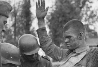 W ciągu pierwszych kilku tygodni walk Armia Czerwona straciła dwa miliony ludzi.
