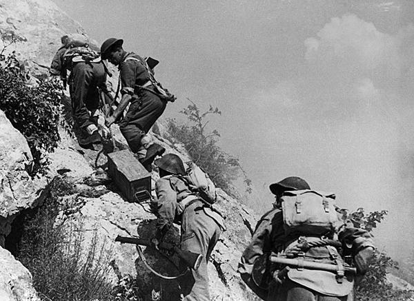 Żołnierze Armii Andersa brali udział także w walkach we Włoszech, w tym o Monte Cassino.