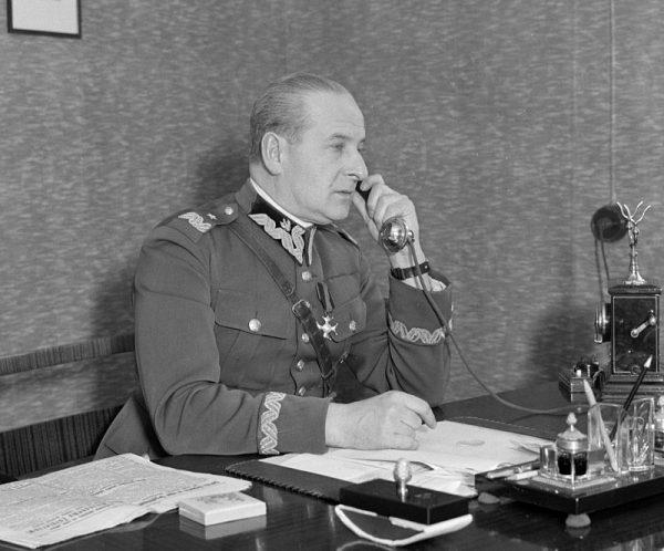 """""""Bodaj z samym diabłem, byle do wolnej Polski"""" odpowiedział generał Wieniawa-Długoszowski Henrykowi Sienkiewiczowi, który wyrzucał mu sojusz z Niemcami."""