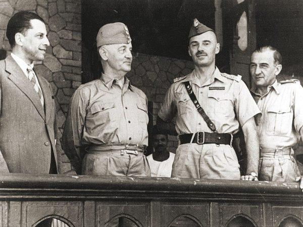 Żołnierze stacjonujący na Bliskim Wschodzie często porównywali się do powstańców zsyłanych na Sybir. Na zdjęciu podróż inspekcyjna Naczelnego Wodza na Bliskim Wschodzie.
