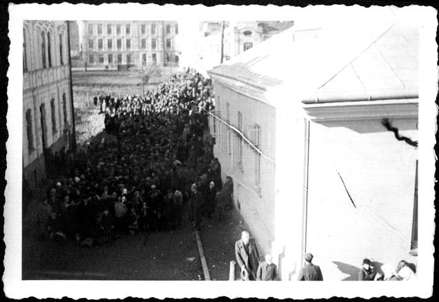 Deportacja sanockich Żydów za San do radzieckiej strefy okupacyjnej. Operacja przeprowadzona w październiku 1939 roku przez Einsatzkommando I. w Sanoku. Czy Kościół pomagał wtedy starozakonnym?