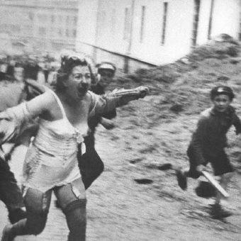 Żołnierze Wehrmachtu podburzali miejscową ludność do pogromu.