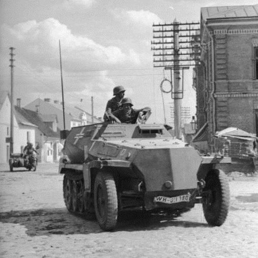 Początkowo Niemcy odnosili sukces za sukcesem, szybko przesuwając się w głąb ZSRR.