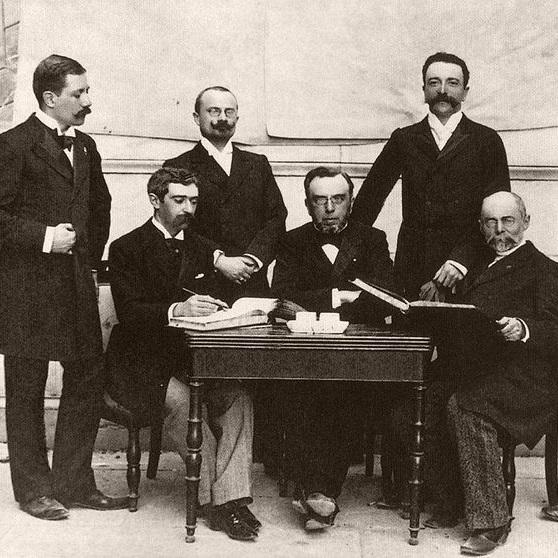 Pierwsze igrzyska zorganizowane przez MKOl odbyły się w 1896 roku.