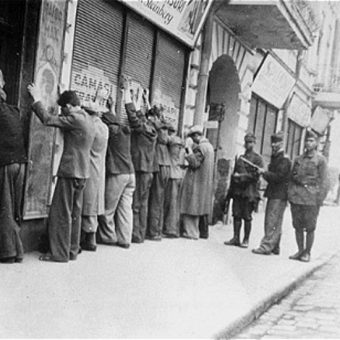 W wyniku pogromu, który trwał od 27 do 29 czerwca 1941 roku, śmierć poniosło ponad trzynaście tysięcy Żydów.