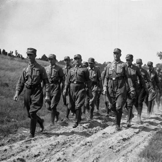 Liczące ponad 2 miliony członków SA stanowiło w Niemczech znaczącą siłę.