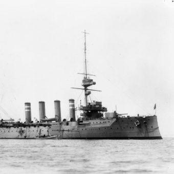W katastrofie krążownika zginęło ponad 700 osób, w tym brytyjski minister wojny, Horatio Kitchener.