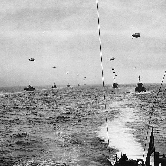 W trakcie desantu morskiego na plaże Normandii przerzucono ponad 130 tysięcy żołnierzy piechoty i sił specjalnych.
