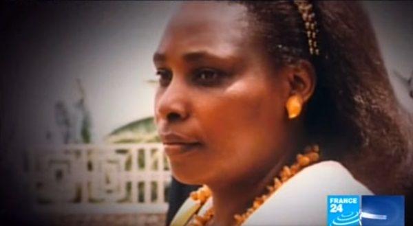 Agathe Habyarimana w materiale przygotowanym przez francuską telewizję France24 (screen z serwisu Youtube.com)