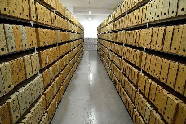 Akta w Instytucie Pamięci Narodowej (fot. Adrian Grycuk, lic. CCA SA 3.0)