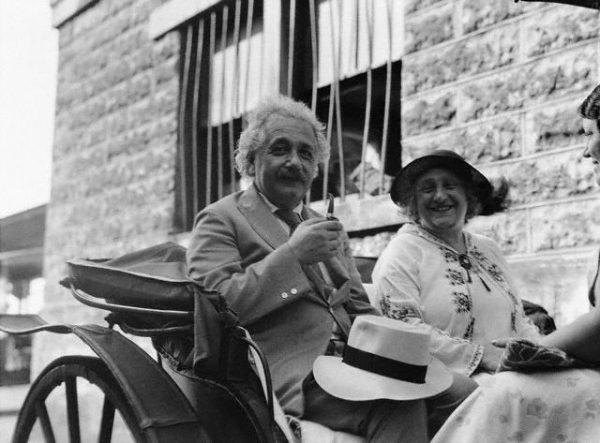 Albert Einstein z żoną (fot. domena publiczna).