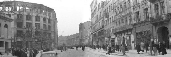 """Akcja ratowania """"Rudego"""" miała miejsce na ulicy Długiej w Warszawie."""