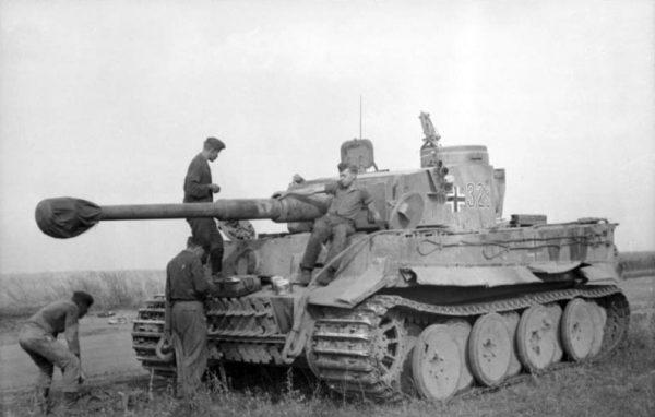 Potężne 88-milimetrowe działo stanowiło skuteczną broń przeciwko radzieckim czołgom T-34.