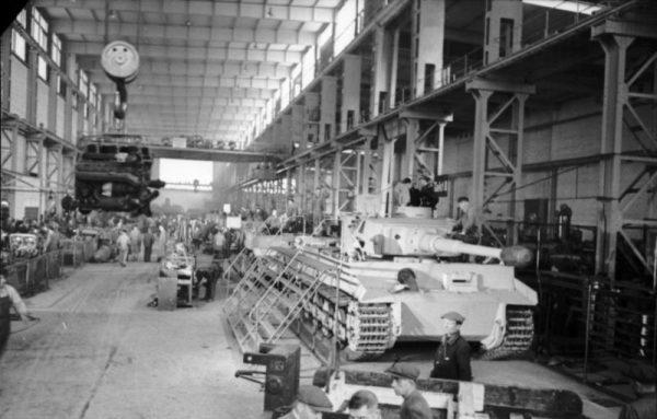 Pierwszą partię Tygrysów wyprodukowano w pośpiechu, by tylko zdążyć na urodziny przywódcy III Rzeszy.
