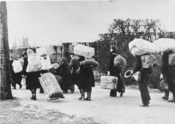 """""""Niemcy sudeccy w Czechosłowacji – niezależnie, czy sympatyzowali z nazistami, czy nie – powszechnie uważani byli za zdrajców"""" - pisze Ian Kershaw."""