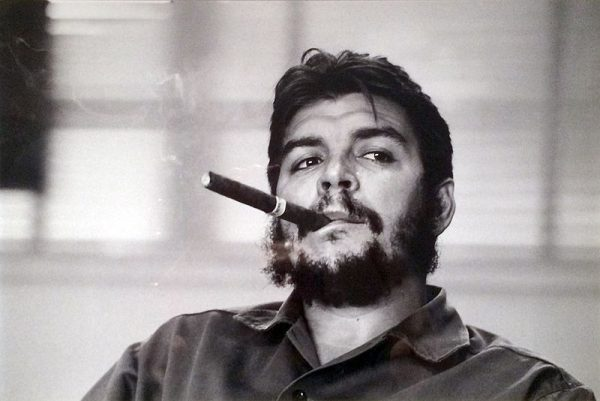 Macierewicza fascynowali kubańscy rewolucjoniści. Podobno nad jego łóżkiem wisiał portret Che Guevary..
