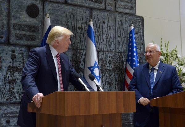 Donald Trump i Reuven Rivlin (fot. חיים צח Government Press Office of Israel - Haim Zach, lic. CCA SA 4.0)