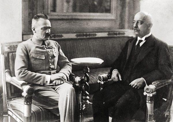 Bierność marszałka po zamordowaniu prezydenta, pozornie świadczyła o rezygnacji Piłsudskiego z walki o władzę.