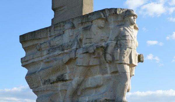 We wsi Mokra, w pobliżu której rozegrała się jedna z pierwszych bitew polsko-niemieckich, dzisiaj znajduje się pomnik upamiętniający Wołyńską Brygadę Kawalerii.