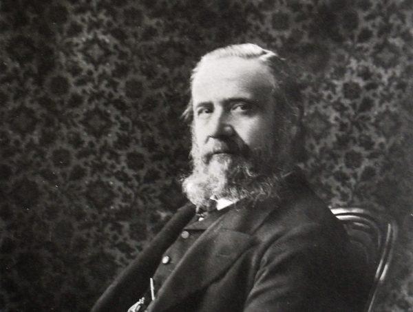 Mendelejew stworzył swoją tablicę, wykorzystując pomysły włoskiego uczonego, Stanislao Cannizzaro.