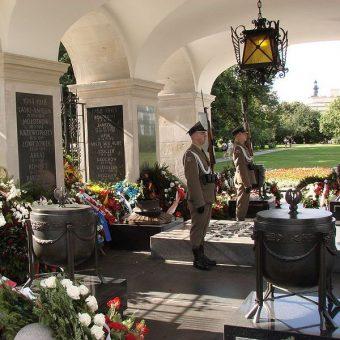 """Bitwę pod Iłżą upamiętniono na Grobie Nieznanego Żołnierza w Warszawie napisem """"IŁŻA 17 I 1864""""."""