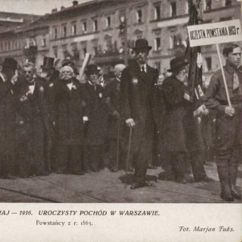 Uczestnicy powstania styczniowego w trakcie pochodu w Warszawie, 1916 r.