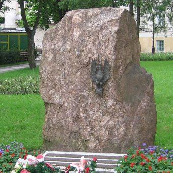 Pomnik upamiętniający 33 pułk w Łomży.