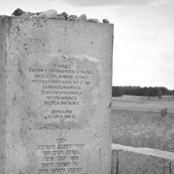 W pogromie w Jedwabnem zginęło co najmniej 340 osób.