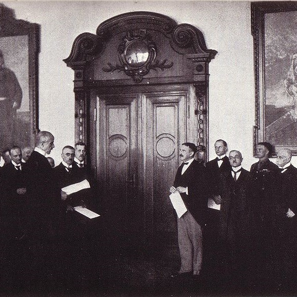 Głosowanie przyniosło zdecydowany sukces stronie niemieckiej. Na zdjęciu przekazanie głosów regionu w budynku Rejencji Olsztyńskiej w dniu 16 sierpnia 1920.