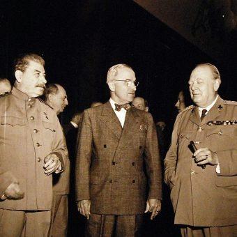 W spotkaniu uczestniczyli Józef Stalin, Harry Truman i Winston Churchill, zastąpiony później przez Clementa Attlee.