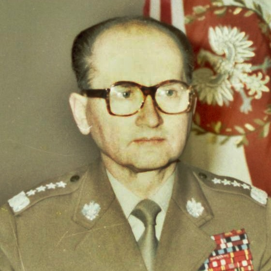 Generał Wojciech Jaruzelski pełnił urząd prezydenta PRL, a następnie prezydenta III RP od lipca 1989 do grudnia 1990.