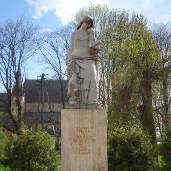 Pomnik poświęcony ofiarom i partyzantom biorącym udział w bitwie o Skalbmierz.