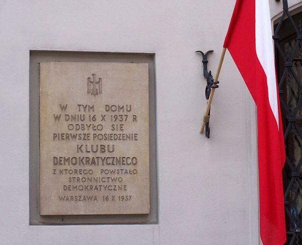 Makowiecki został uznany za podejrzanego przez swoją działalność w ramach Klubu, a później Stronnictwa Demokratycznego.