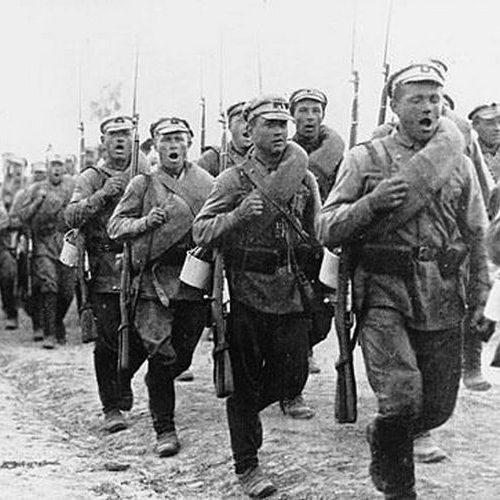 Czerwonoarmiści w marszu. 1920 rok.