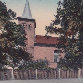 Kościół ewangelicki w Dobrodzieniu na pocztówce z 1921 roku.