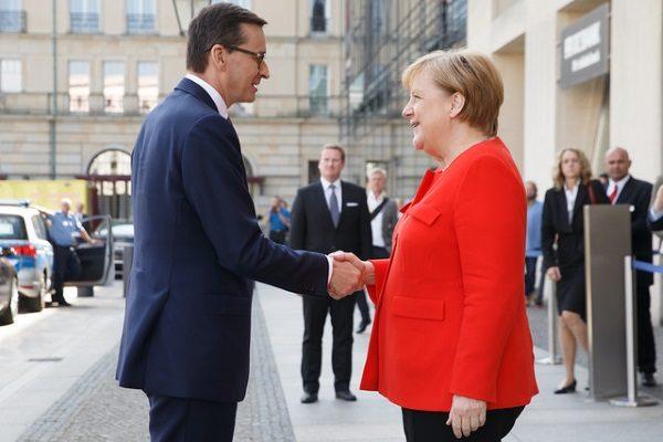 Mateusz Morawiecki i Angela Merkel na szczycie klimatycznym w Berlinie (fot. Krystian Maj KPRM, lic. domena publiczna)