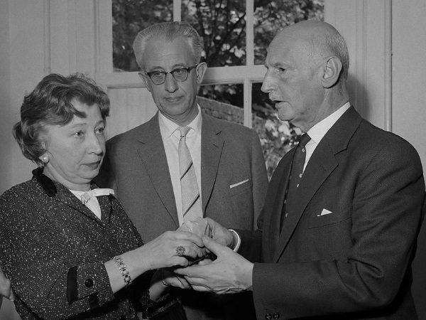 Otto Frank pierwszy z prawej (fot. Jac. de Nijs Anefo, lic. CCA SA 3.0 N)