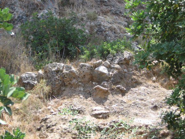 Pozostałości domu natufijskiego (fot. האיל הניאוליתי, lic. CCA SA 2.5 G)