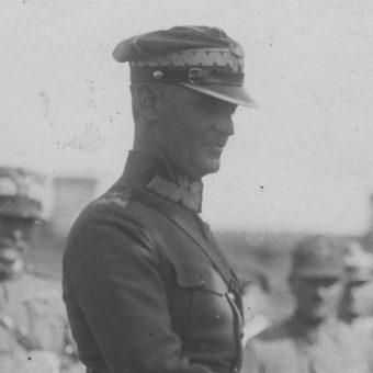 """Dowódca """"Grupy Poleskiej"""" generał Władysław Sikorski. Na zdjęciu z lat 20."""