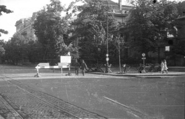 W 1944 roku nawet w centralnych, warszawskich oddziałach Armii Krajowej zaczęło się polowanie na agentów, zarówno niemieckich, jak i sowieckich.