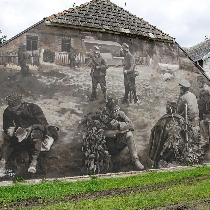 Mural w Wiźnie przedstawiający żołnierzy kapitana Raginisa.