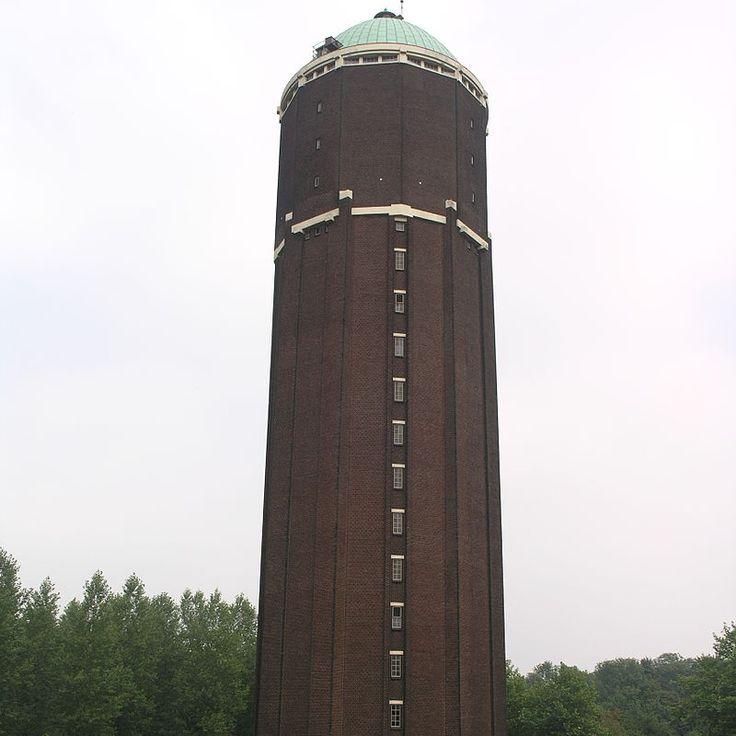 Wieża ciśnień w Axel- jeden z posterunków obserwatorów wojsk hitlerowskich w czasie bitwy.