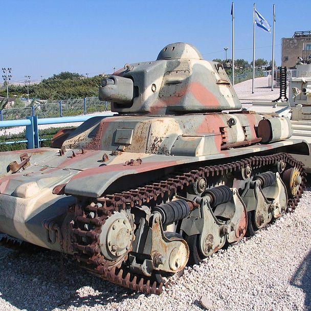 Renault R-35- czołg będący na wyposażeniu 10 Brygady Kawalerii Pancernej.