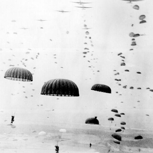 Lądowanie spadochroniarzy brytyjskich w okolicach Arnhem.