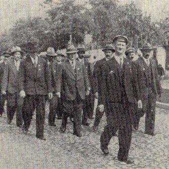 Działacze PPS w czasie II RP próbowali upamiętnić wydarzenia krwawej środy. Zdjęcie z 1936 roku.
