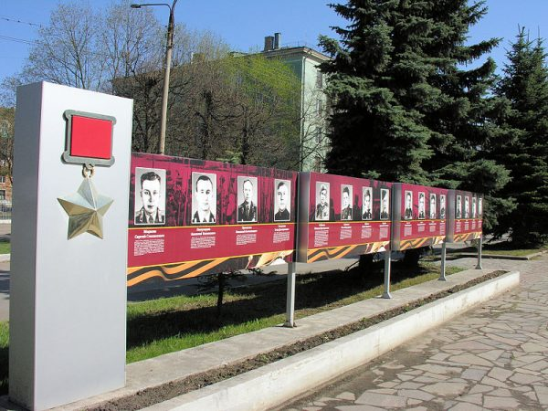 Pawliczenko dołączyła do grona Bohaterów Związku Radzieckiego, odznaczonych Złotą Gwiazdą. Stało się to jednak dopiero po jej podróży na Zachód.