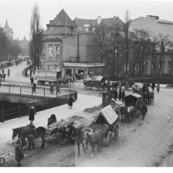 Grupa uciekinierów z Prus Wschodnich.