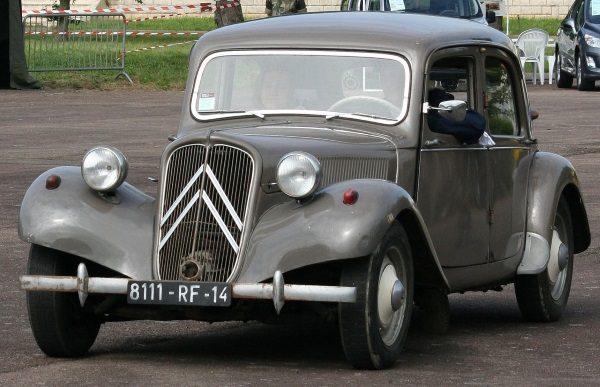 Citroën Traction Avant – samochód powszechnie używany przez MBP (fot. Crochet.david, lic. CC BY-SA 3.0)